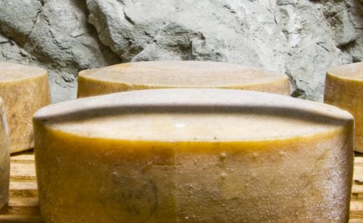 castelgrotta-con-roccia_0